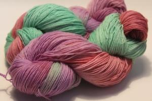 Handgefärbte klassische Sockenwolle 4-fädig Nr. 333 von Farbenspielerei - Handarbeit kaufen