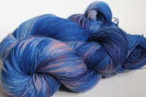 Handgefärbte klassische Sockenwolle 4-fädig Nr. 316 von Farbenspielerei