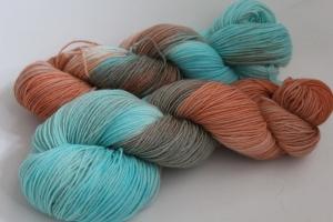 Handgefärbte klassische Sockenwolle 4-fädig Nr. 314 von Farbenspielerei