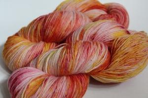 Handgefärbte klassische Sockenwolle 4-fädig Nr. 318 von Farbenspielerei