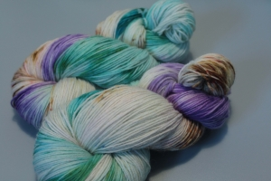 Handgefärbte klassische Sockenwolle 4-fädig Nr. 348 von Farbenspielerei