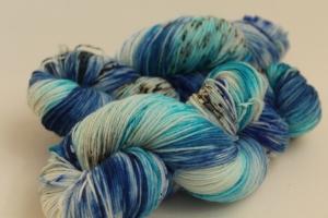 Handgefärbte Luxus(Socken-)Wolle LFm7 von Farbenspielerei
