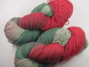 Handgefärbte klassische Sockenwolle 4-fädig Nr. 268 von Farbenspielerei