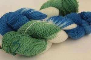 Handgefärbte klassische Sockenwolle 4-fädig Nr. 376 von Farbenspielerei
