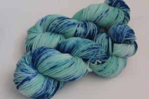 Handgefärbte Kuschel-Sockenwolle SGw15 (nicht nur für Socken) von Farbenspielerei - Handarbeit kaufen