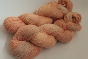 Handgefärbte Wolle Merino-Seide 19/25 von Farbenspielerei - Handarbeit kaufen