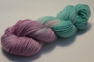 Handgefärbte Glitzer-Sockenwolle 4-fädig 19/4 von Farbenspielerei - Weihnachtssonderedition -
