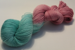 Handgefärbte Glitzer-Sockenwolle 4-fädig 19/8 von Farbenspielerei - Weihnachtssonderedition -