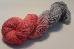 Handgefärbte klassische Sockenwolle 4-fädig 19/17 von Farbenspielerei - Weihnachtssonderedition -