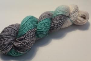 Handgefärbte Glitzer-Sockenwolle 4-fädig 19/26 von Farbenspielerei - Weihnachtssonderedition -
