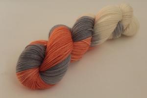 Handgefärbte klassische Sockenwolle 4-fädig 19/33 von Farbenspielerei - Weihnachtssonderedition -