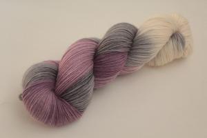 Handgefärbte klassische Sockenwolle 4-fädig 19/37 von Farbenspielerei - Weihnachtssonderedition -