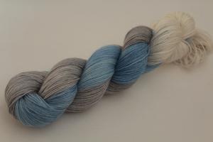 Handgefärbte Sockenwolle Merino-Bambus-Baumwolle 19/43 von Farbenspielerei