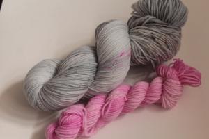 Handgefärbte Luxus-Sockenwolle Set 20/3 von Farbenspielerei