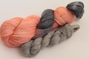 Handgefärbte klassische Sockenwolle 4-fädig Set O-20/5 von Farbenspielerei - Ostersonderedition -