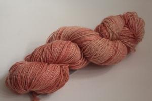 Handgefärbte Glitzer-Sockenwolle 4-fädig Nr. 218 von Farbenspielerei - Pflanzengefärbt  - Handarbeit kaufen