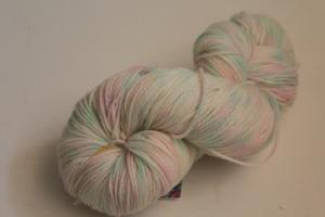 Handgefärbte Kuschel-Sockenwolle Nr. 325 (nicht nur für Socken) von Farbenspielerei