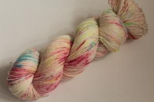 Handgefärbte klassische Sockenwolle 4-fädig 20/12 von Farbenspielerei