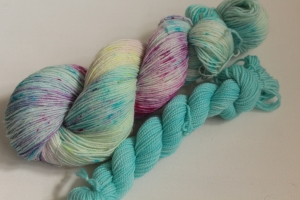 Handgefärbte klassische Sockenwolle 4-fädig Set 20/14 von Farbenspielerei