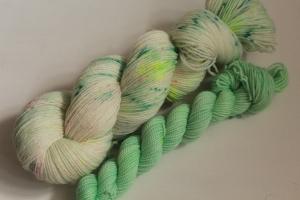 Handgefärbte klassische Sockenwolle 4-fädig Set 20/15 von Farbenspielerei