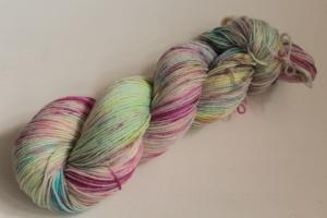 Handgefärbte klassische Sockenwolle 4-fädig 20/16 von Farbenspielerei