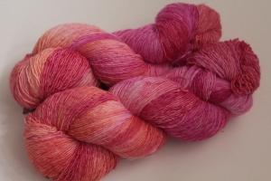 Handgefärbtes Lacegarn Merino Nr. 110 von Farbenspielerei