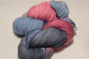 Handgefärbte Wolle Merino-Maulbeerseide Nr. 68 von Farbenspielerei - Handarbeit kaufen