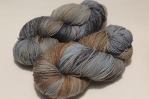 Handgefärbte Merinowolle Nr. 84 von Farbenspielerei