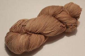 Handgefärbte Merinowolle Nr. 11 von Farbenspielerei - pflanzengefärbt - - Handarbeit kaufen