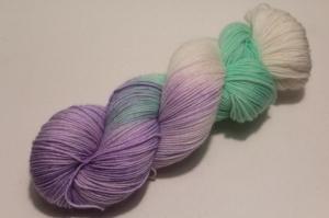 Handgefärbte klassische Sockenwolle 4-fädig Nr. 21/12 von Farbenspielerei