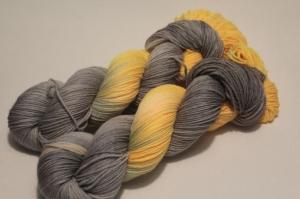 Handgefärbte Kuschel-Sockenwolle 21/31 AP (nicht nur für Socken) von Farbenspielerei