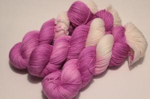 Handgefärbte Wolle Merino-Cashmere 21/9 AP von Farbenspielerei