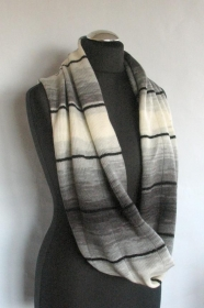 Loop Schal Infinity Strick Schal Grau Weiß - Handarbeit kaufen